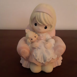 Precious Moments Figurine - Tickled Pink - 2005